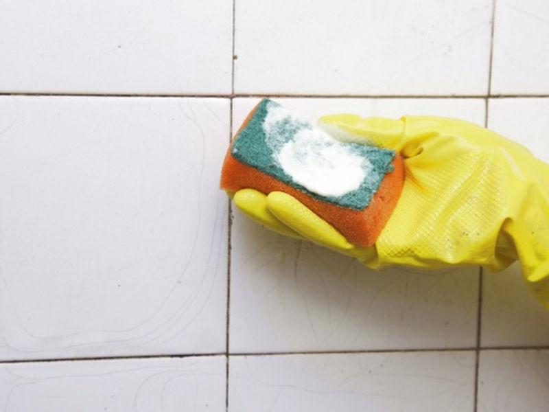 vệ sinh bề mặt sau khi ốp gạch