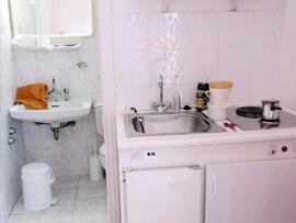 hóa giải bếp đối diện nhà vệ sinh